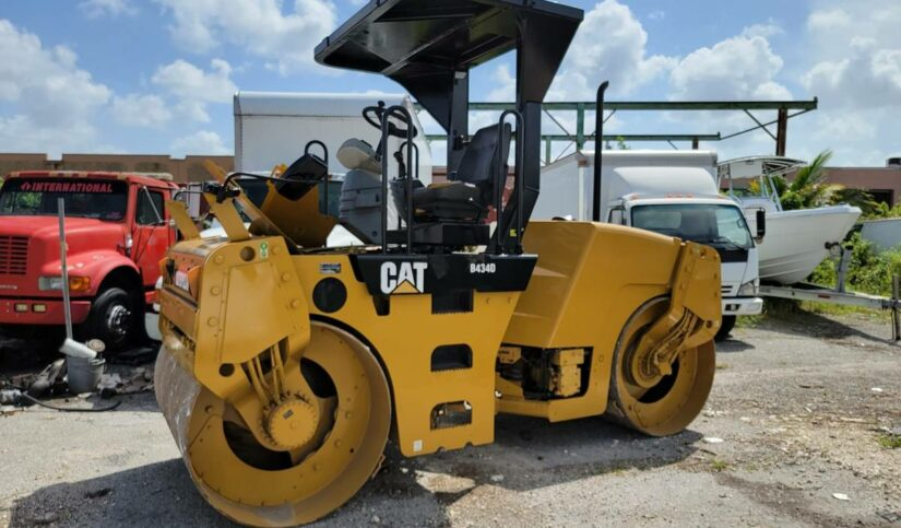 CATERPILLAR CB434D SMOOTH DRUM ROLLER FOR SALE IN MIAMI - MIAMI HEAVY EQUIPEMENT AND TRUCKS